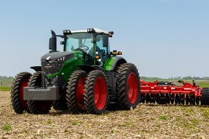 Fendt 1042 with Horsch Joker